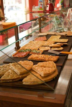 Pizza al taglio e da asporto picture of ristorante for Arredamento pizzeria al taglio