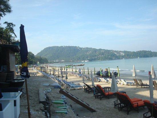 Patong Bay Garden Resort: Esta es la vista desde la zona de desayuno
