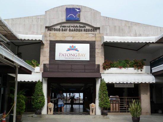 Patong Bay Garden Resort: El frente del hotel