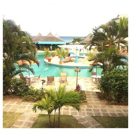 Bay Gardens Beach Resort: Room 608 pool view