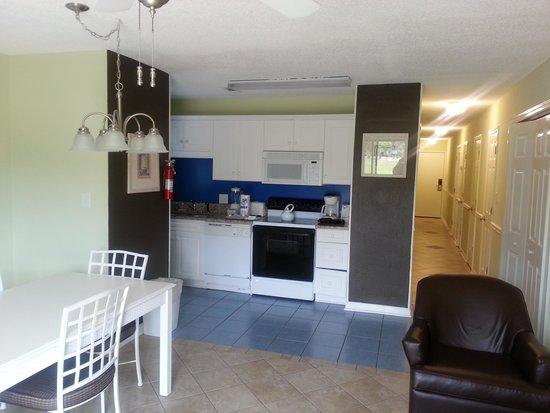 Plantation Resort: kitchen