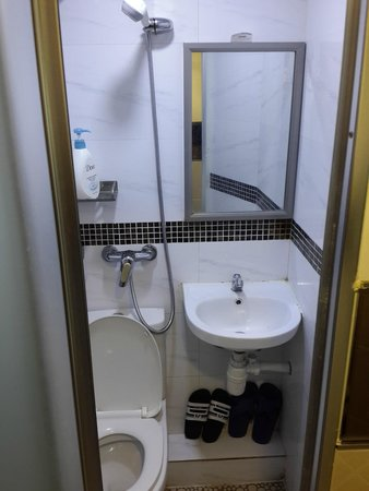 HK Jiang Xi Guest House : душ-туалет