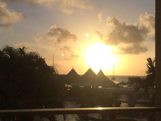 Bay Gardens Beach Resort: Sunset view from patio rm 608