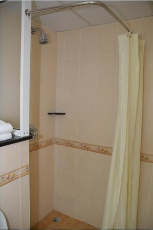 Sentrim 680 Hotel: En Suite Bathroom