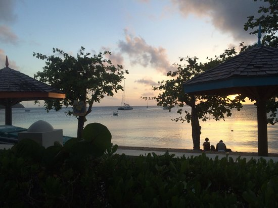 Bay Gardens Beach Resort: Beach view