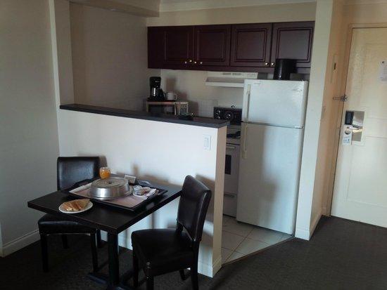 Century Plaza Hotel & Spa: Kitchen area