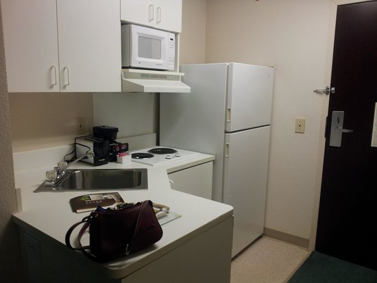 Extended Stay America - Des Moines - Urbandale: Kitchen