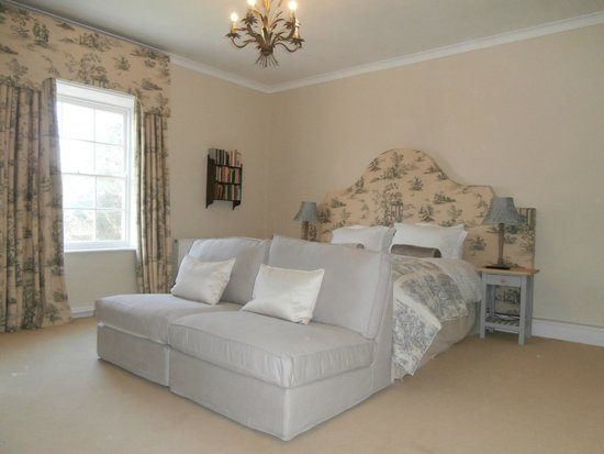 The Abbey Bed and Breakfast: The Princess Louise Room