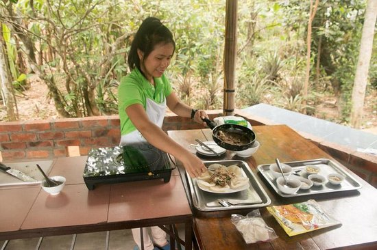 Perfume River Emotion Cruise : Cooking course