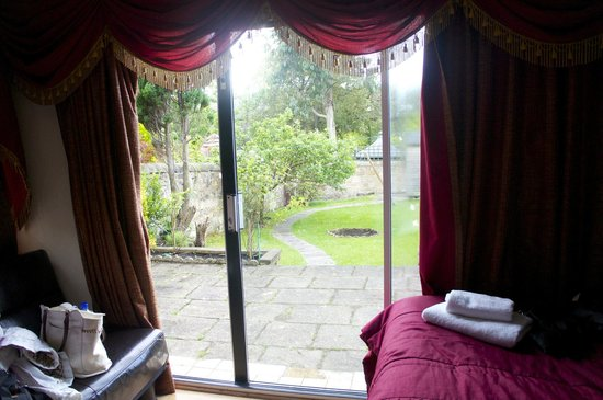 Edinburgh Regency Guest House : vista do jardim do quarto.  i love it!