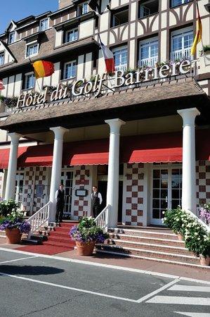 Hôtel Barrière L'Hôtel du Golf Deauville: Hotel Entrée