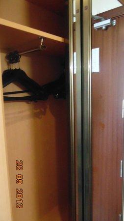 Hotel Best Mediterraneo: шкаф1