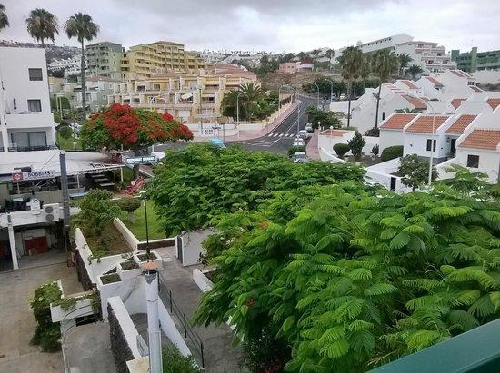Sunset Bay Club: Вид с третьего этажа корпуса D от моря