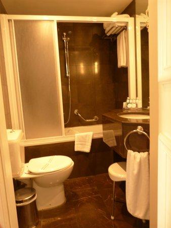 Hera Hotel : badkamer