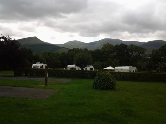 Glen of Aherlow Caravan & Camping Park: The beautiful view of the mountains from the campsite