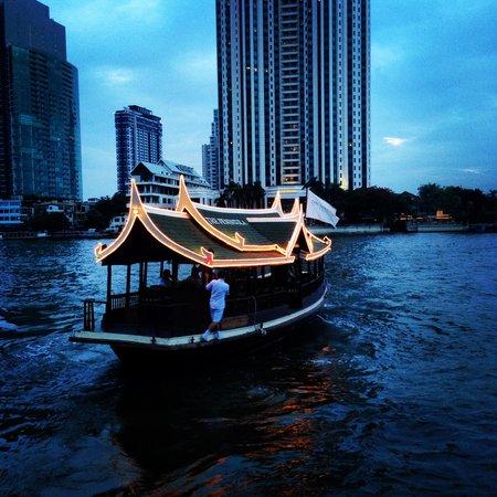 The Peninsula Bangkok: Кораблик отеля