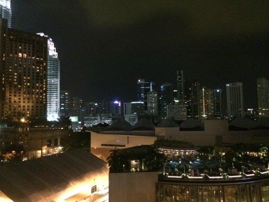 Impiana KLCC Hotel : 部屋からの眺め(夜)