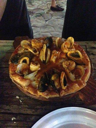5th Avenue (Avenida 5): Seafood Pizza (my friend loved it!)