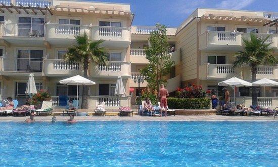 Zante Maris Hotel: Basen