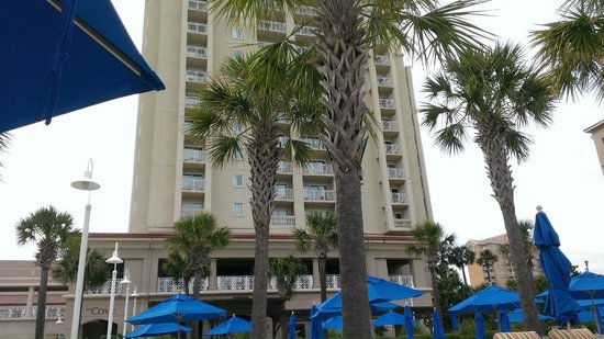 Myrtle Beach Marriott Resort & Spa at Grande Dunes : Hotel tower from pool area