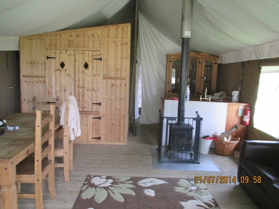 Bear Lodge: living area and double box bed