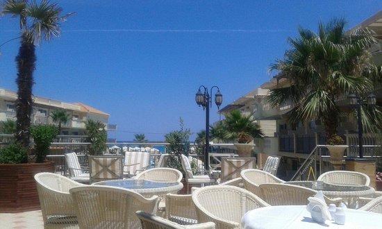 Zante Maris Hotel: Taras w hotelu