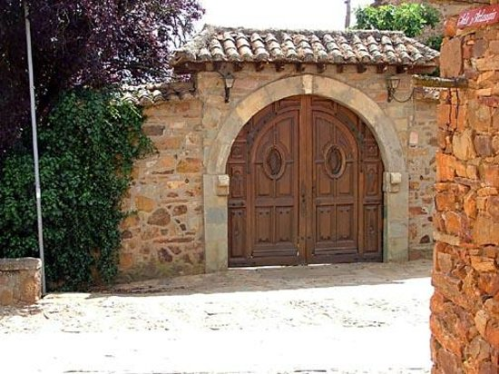 ‪‪Castrillo de los Polvazares‬, إسبانيا: Ornate entrance door‬