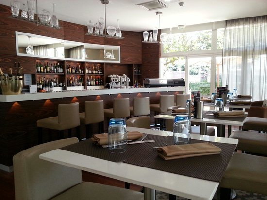 AC Hotel by Marriott Ambassadeur Antibes- Juan les Pins: Elegant, Stylish and Very Well Maintained