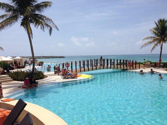 Now Jade Riviera Cancun : Pool area