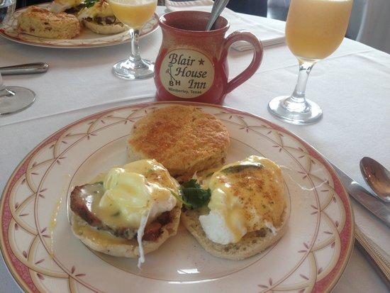 Blair House Inn: The eggs Benedict with my new coffee mug!