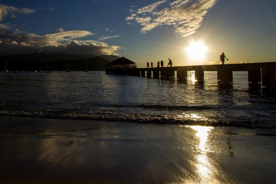 Hanalei Pier : The pier is very accessible.