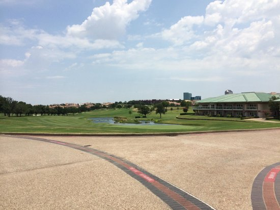 Four Seasons Resort and Club Dallas at Las Colinas: sorroundings