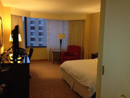Crystal Gateway Marriott: Very large king room