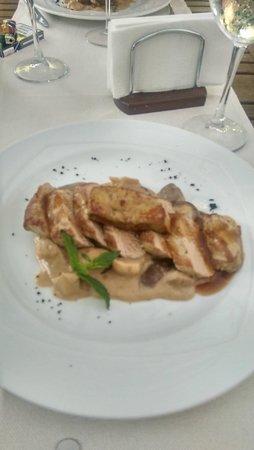 Di Wine Restaurant & Wine Cellar: pork with porcini and best sauce ever