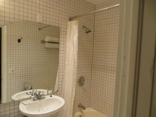 Cadet Hotel : Bathroom