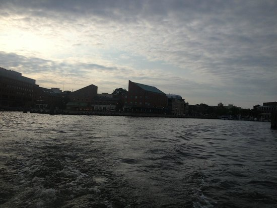 Baltimore Water Taxi: View of Fells Point from the BWT