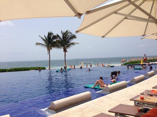 Dreams Riviera Cancun Resort & Spa: Infinity pool