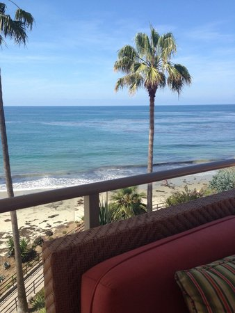 The Inn At Laguna Beach: View of the ocean & beach from the roof top lounge area.