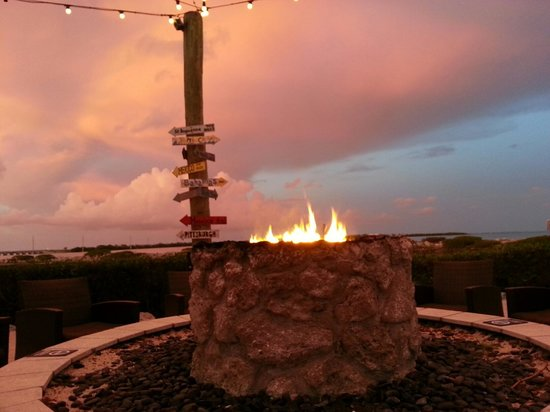 Hawks Cay Resort : Near adult area...beautiful views