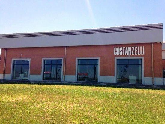 Torremaggiore, Italië: Facciata showroom