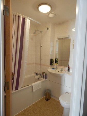 Premier Inn Truro Hotel: Shower over bath difficult for anyone with mobility issues