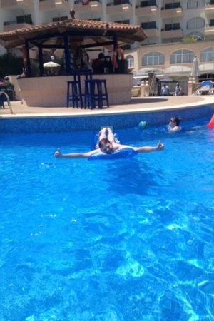 Sol Lunamar Apartments: The pool.