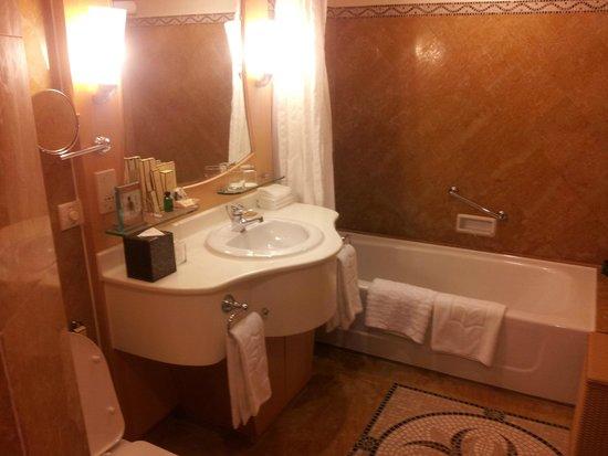 Shangri-La Hotel, Singapore: Bathroom
