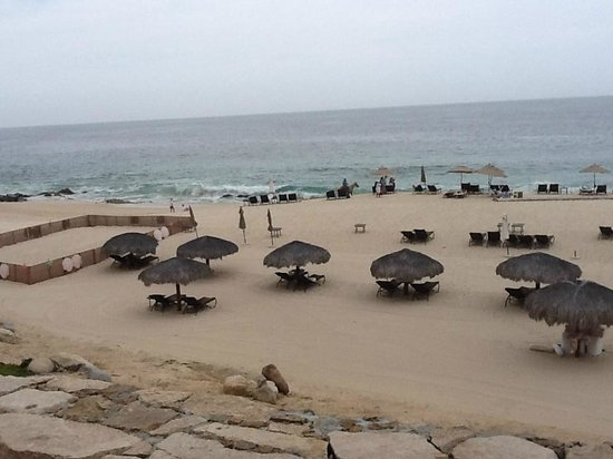 Hilton Los Cabos Beach & Golf Resort : somewhat private beach area - food and drinks can be delivered right to your chair