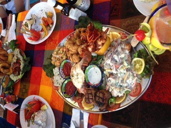 La Chatita Restaurant & Bar: fish, shrimp, ribs, calamari, lobster...oh my!!
