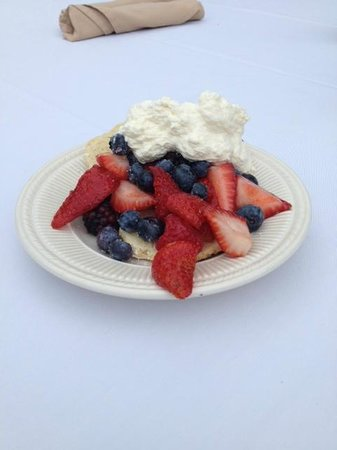 Holiday Inn Rutland-Killington Area: Dessert First!!