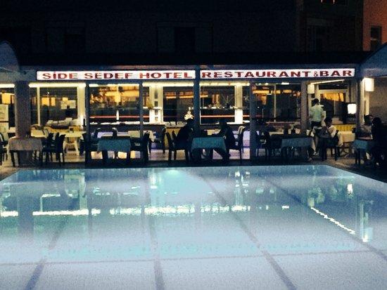 Side Sedef Hotel : Pool at night