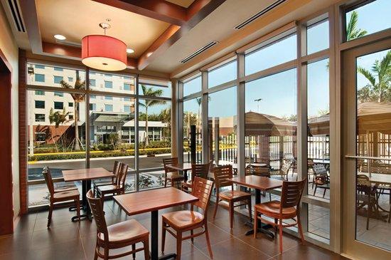 Hyatt Place Ft. Lauderdale Airport & Cruise Port: Garden Patio