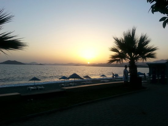 Manas Park Calis: The view from our dining table watching the sun going down.