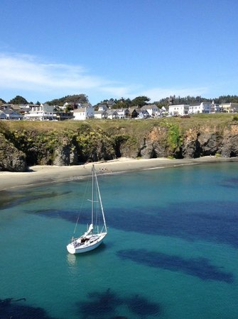Brewery Gulch Inn : Mendocino across Big River bay
